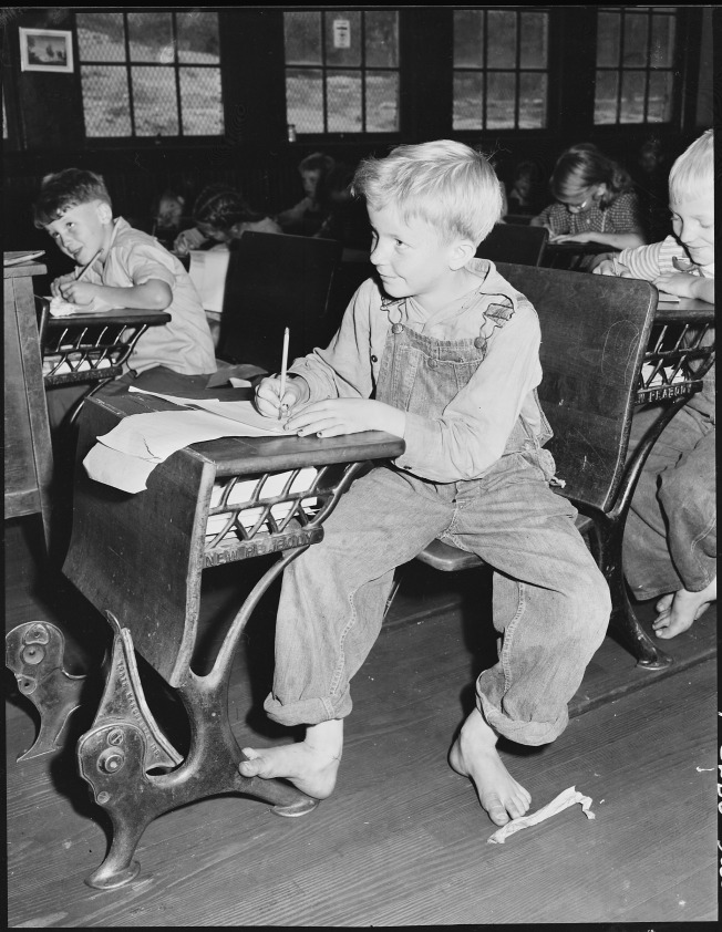 coal_miners_child_in_grade_school-_lejunior_harlan_county_kentucky-_-_nara_-_541367