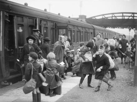 a_group_of_children_arrive_at_brent_station_near_kingsbridge_devon_after_being_evacuated_from_bristol_in_1940-_d2592