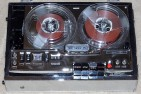 Vintage_AFCO_Senior_75_Reel-To-Reel_Tape_Recorder,_Battery_And_AC_Power,_Made_In_Japan_(14166679723)